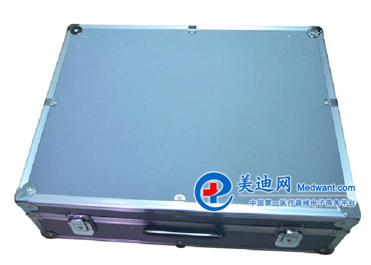 祥云佳友 电脑中频电疗仪 FK998-A型 祥云佳友电脑中频电疗仪FK998-A型 产品简介 FK998-A型电脑中频电疗仪是用于物理治疗的一种医疗设备。 本机采用微电脑控制技术,由中、大规模集成电路组成,设双通道输出,并具有各种显示功能。 机内存贮的35个特定系列程序处方,医生依患者病况选择治疗处方。当处方选择好后,启动仪器,即可自动地按程序输出有特定治疗作用的系列中频电流。输出电流大小可自由调节。当处方程序运行结束时,仪器自动切断输出电流,并发出音响提示。 本机还具有中药透入功能,当将浸有中药药液的